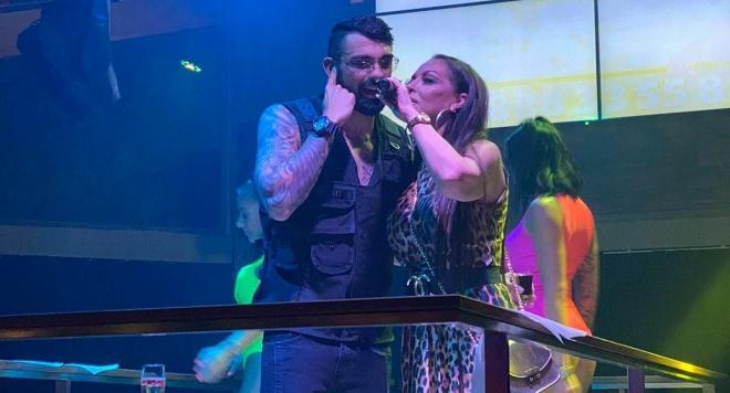 Ивана изненада Меди на участие, изпълнителят представи новата си песен на морето ВИДЕО