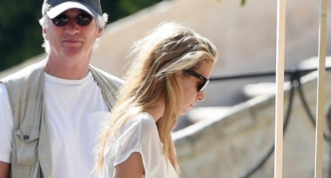 Ричард Гиър се развежда заради 33-годишна красавица