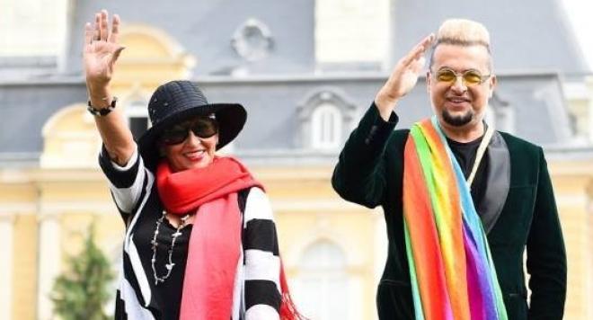 Лорд Минчев развя знамето на гей общността пред мавзолея