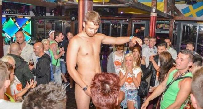 Брошура учи туристите как да се напиват и да правят секс  на Слънчака