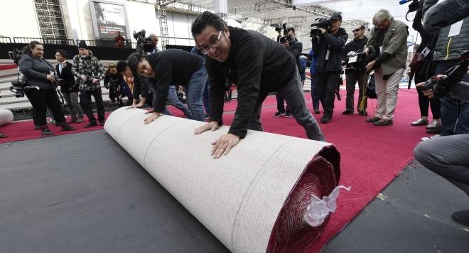 Холивуд постла червения килим в очакване на Оскарите