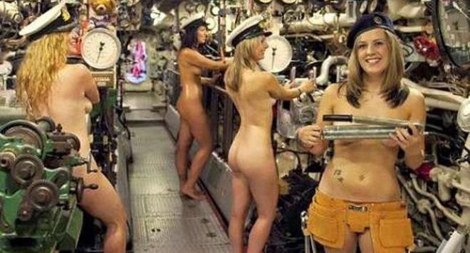 Жени на военни се съблякоха