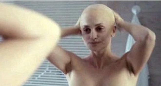Пенелопе Круз си обръсна главата и се снима чисто гола (СНИМКИ 18+)