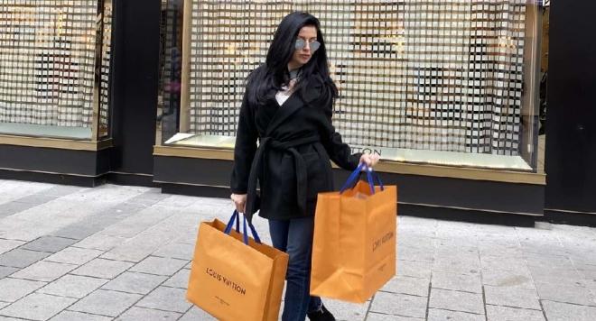 И се е отдала на шопинг в един от най