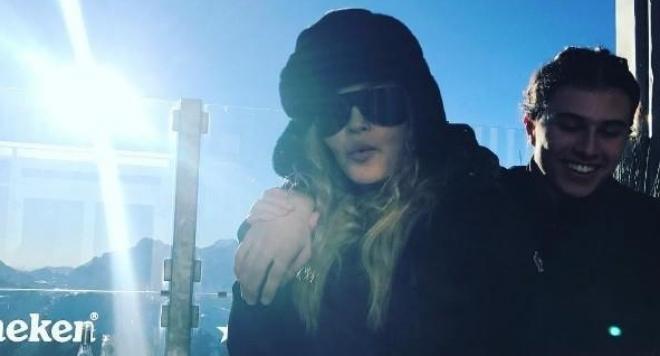 Мадона на ски с младото си гадже в Швейцария