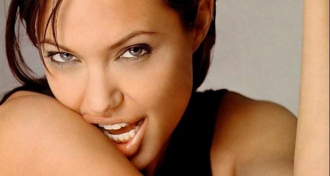 Анджелина Джоли отглежда кокошки