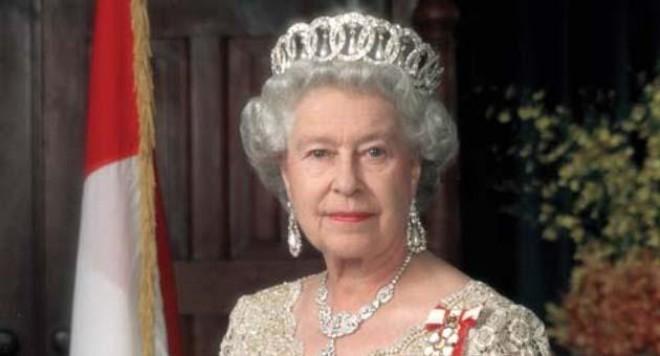 Българи крадат Кралицата