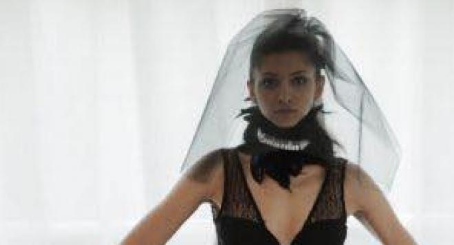 Модерната булка вече се омъжва в черно