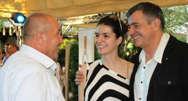 Ива Софиянска се пусна без грим на парти