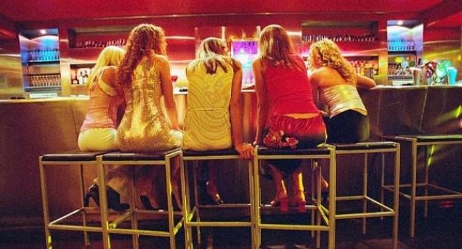 Млади момичета обират на Златните