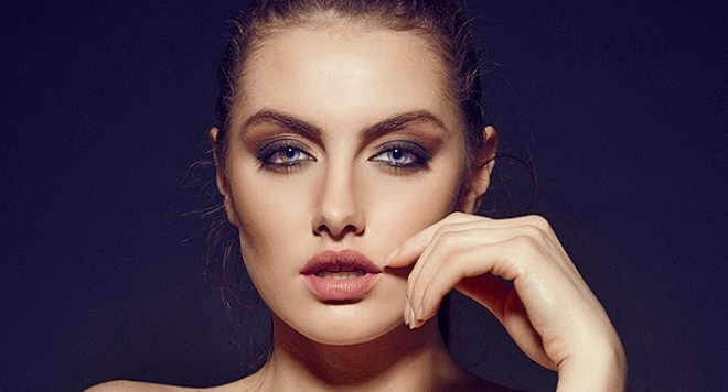 СКАНДАЛ! Новата Мис България ще се раздели с короната заради голи снимки