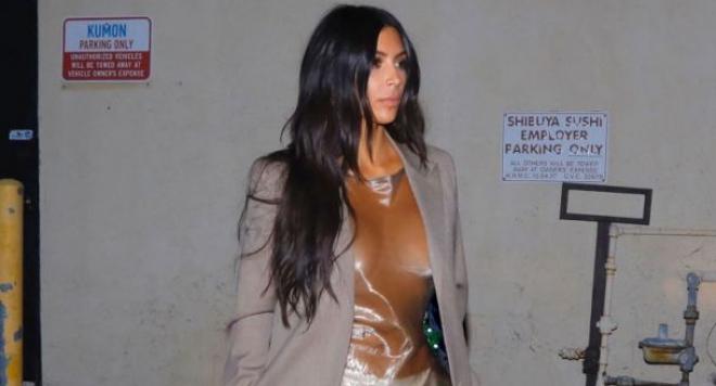 Ким Кардашиян цъфна по найлон в суши бар