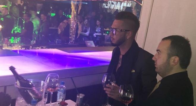 Джино пръска хилядарки за шампанско