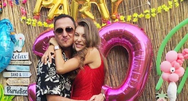 Никол Станкулова с хавайско парти за ЧРД, бременността започва да й личи