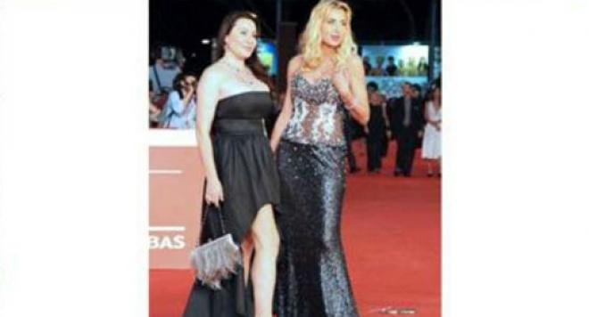 Объркаха Дарина Павлова с италианска порно звезда