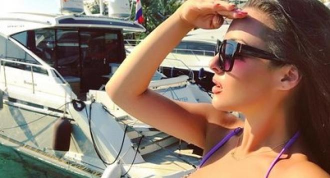 Симона Загорова зарежда на Палма Де Майорка (Секси снимки)