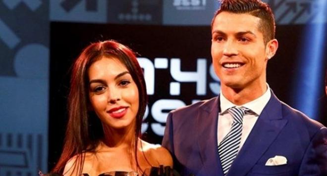 Роналдо показа новата си приятелка (СНИМКИ)