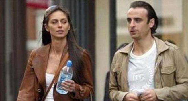 Елена избяга с щерките от Бербатов
