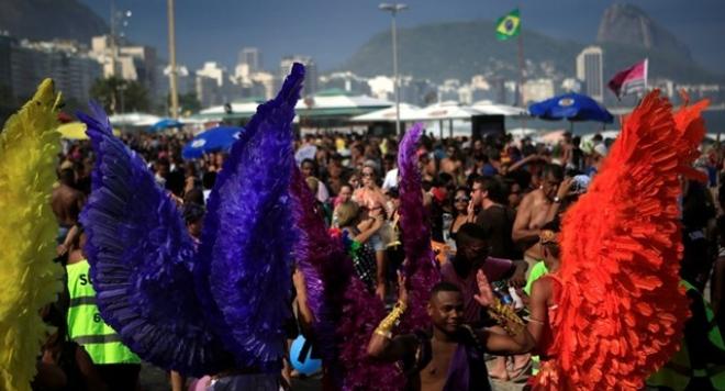 Хиляди на гей парада в Рио (СНИМКИ)