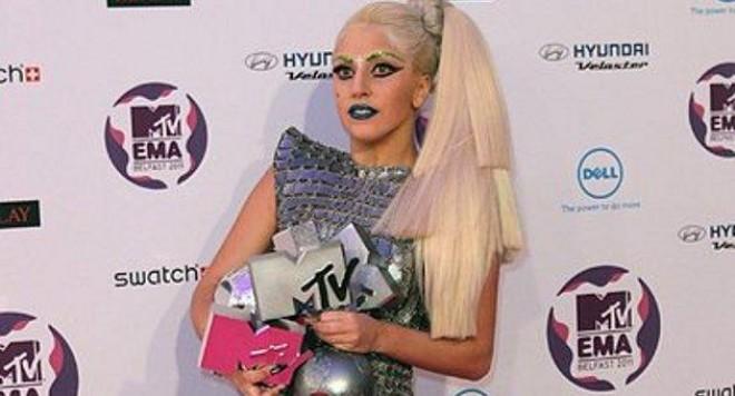 Лейди Гага иска  дует с Дейвид Бауи