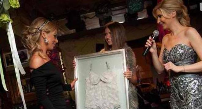 Светлана Василева купи корсета на Аня Пенчева