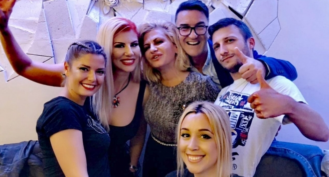 Нелина купонясва със Сърчаджиева и екипа на