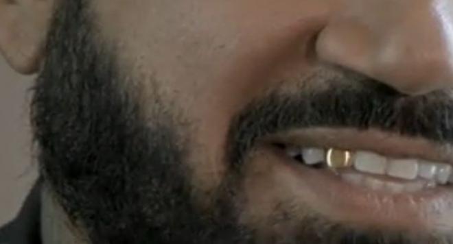 Азис брани чалгата със златен зъб