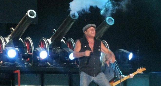 AC/DC взривиха София