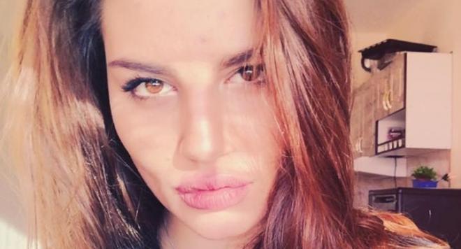 Щерката на Ернестина Шинова се оказа доста палава, вижте секси снимките й