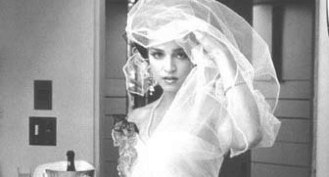 Мадона продава сватбената си рокля
