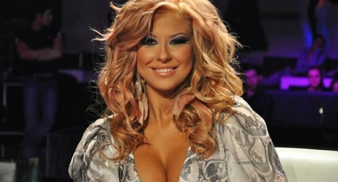 Румънци позлатиха Андреа, певицата лапа по 10 бона на час