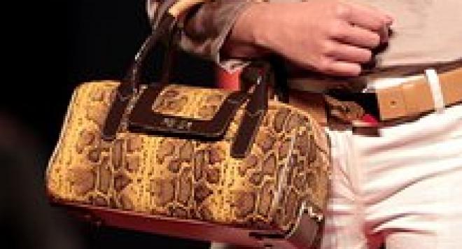 Дамска чанта с 1000 г. гаранция за $ 178 хил.