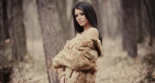Дарина Гиздова показа новите си гърди /снимки/