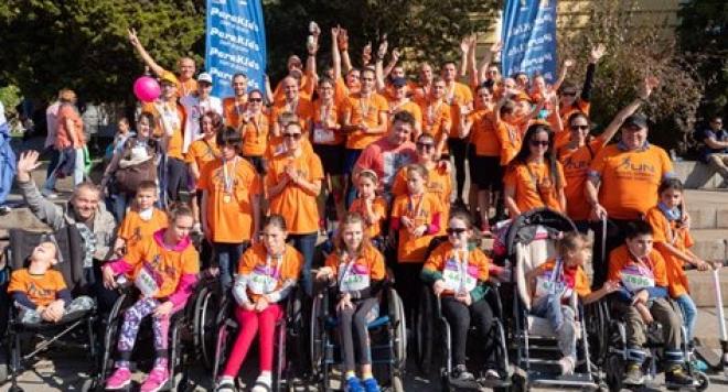 ParaKids събира отбор от приятели за закупуване на специализирани колички за бягане за деца с двигателни затруднения! Run for those who can't!