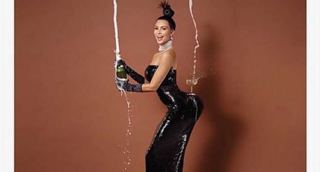 Ким Кардашиян разголи задник