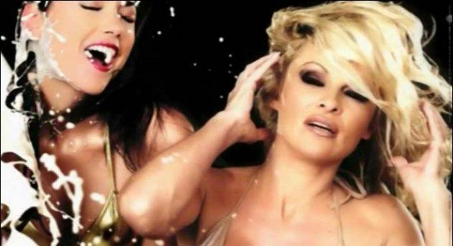 Забраниха мръснишка реклама с Памела Андерсън