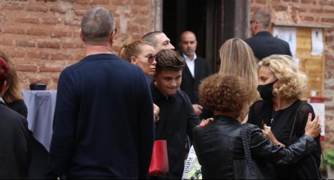 Роднини и приятели се прощават с Христо Сираков (Снимки)