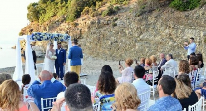 Тоца вдига три сватби