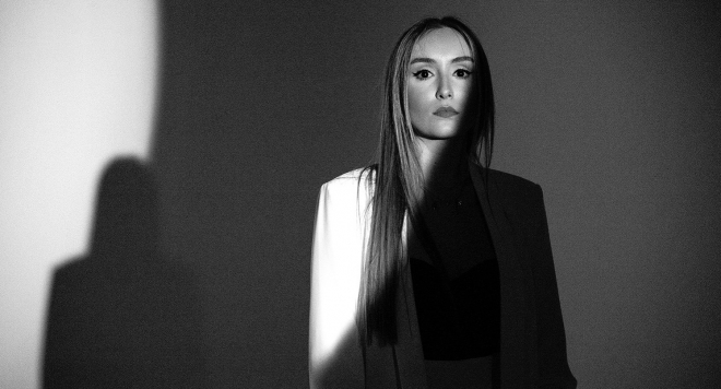 Дара Екимова разплаква с балада посветена на баща й