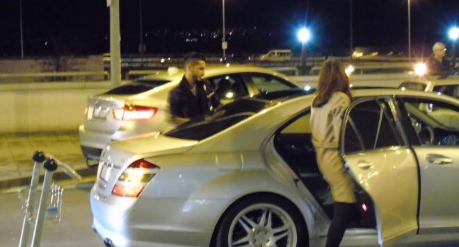 Джино предизвика фурор на летището при завръщането си от Анкара (Снимки)