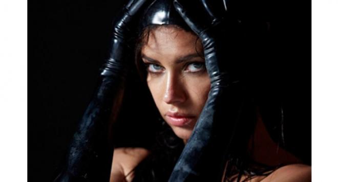 Адриана Лима: Календарът на Пирели е изкуство /видео/