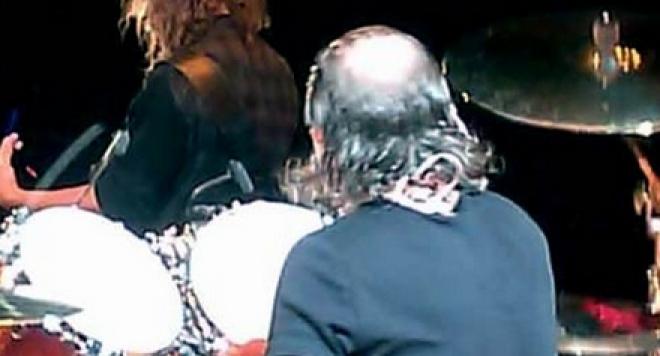 """Барабанистът на """"Металика"""" лъсна по прашки на сцената - photo#19"""