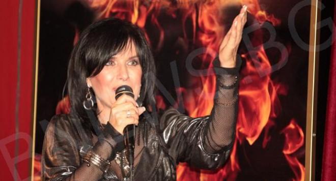Кичка Бодурова: Фънки е недодялано човекоподобие и нещастен, недоказан музикант!