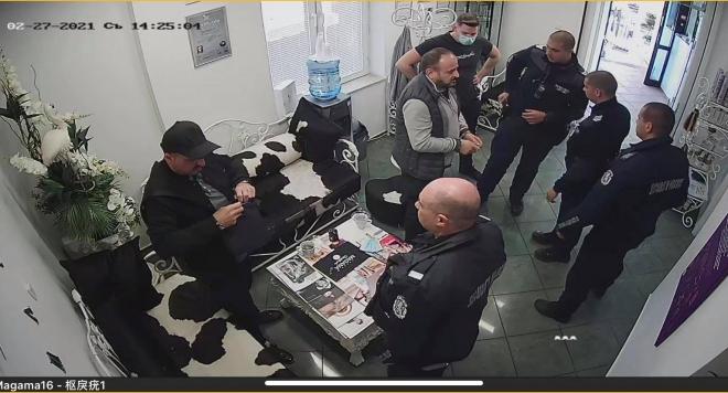 ВНИМАНИЕ: Румънски апаши отмъкнаха перуки за 4 бона от салон Магама (Снимки)
