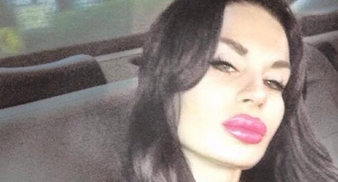 Плеймейтката Глория Аенска - държанка на мутри (Скандални подробности + снимки)