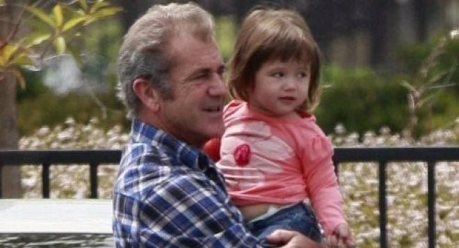 Мел Гибсън се проявява като грижовен баща