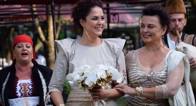 Щерката на Никола Гюзелев със златна сватба