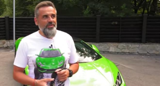 С Ламборгини и Порше се фука скандалният адвокат с отнети права Стоян Рътков (ВИДЕО)