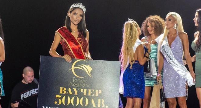 Жасмина Стоичкова е новата Мис Силикон (Горещи СНИМКИ)