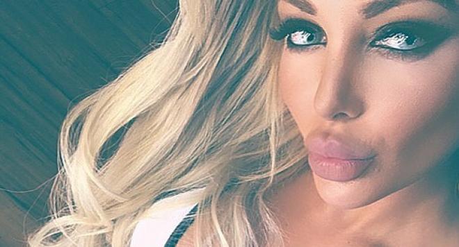 Плеймейтката Йоанна Зисаки мастурбира онлайн за пари  (Скандални снимки 18+)